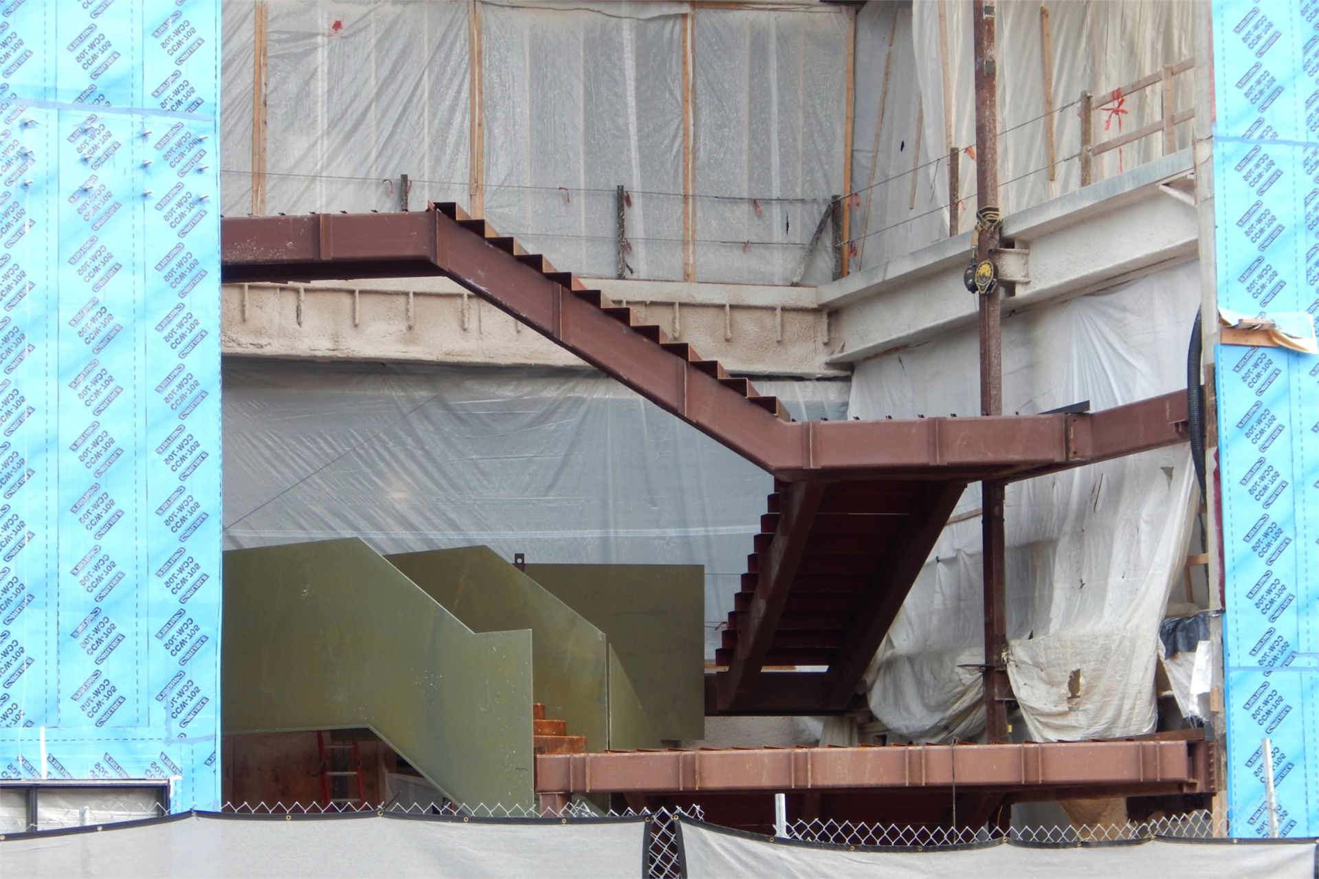 Shown on Sept. 22, the Monumental Stairs have reached the Bonney center's second floor. (道格赫布利/500万彩票网)